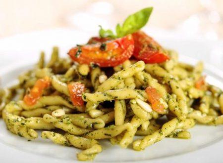 Trofie con pesto di asparagi e pomodorini