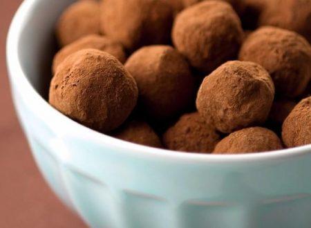 Tartufini di cioccolato e nocciole al rum